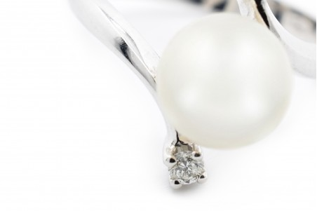 Beatrice ring in white gold and 12-carat pearl diamonds