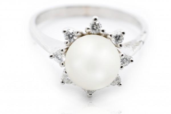 Anello Sabrina in oro bianco diamanti e perla