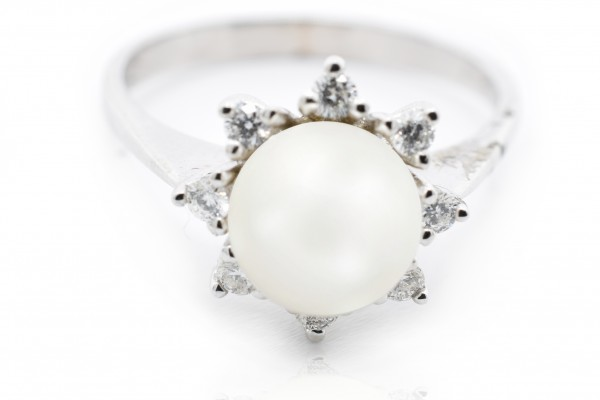 Sabrina ring in white gold diamonds and pearl