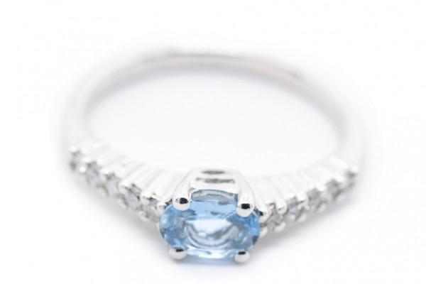 Anillo Gioia de oro blanco de diamantes y aguamarina
