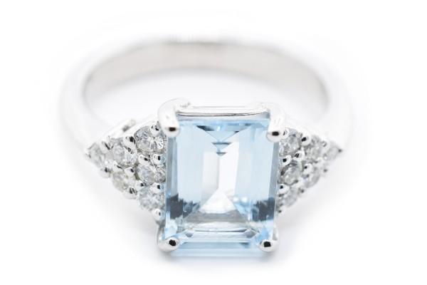 Gaia ring in white diamond gold and aquamarine