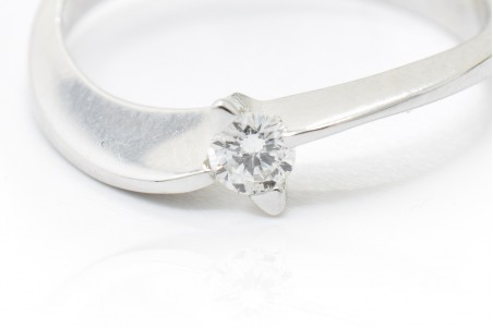 Francesca solitaire in white gold and diamond