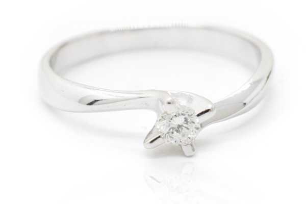 Lucia solitaire in white gold and diamond