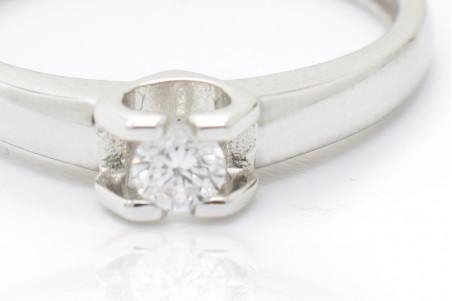 Sofia solitaire in white gold and diamond