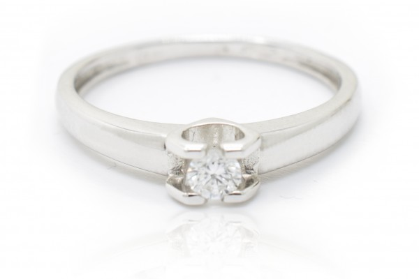 Sofia solitaire in white gold and diamond
