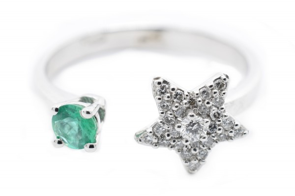 Moira ring in white gold diamonds and emerald