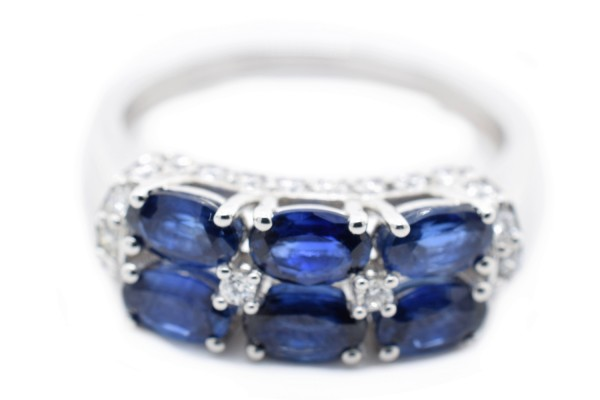Elena ring in white gold and sapphire